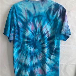 Tye dye short sleeve shirt in size large